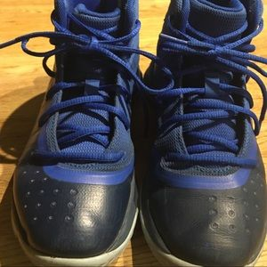 $$ 2/$30 $$ UNDER ARMOUR Boys sneakers